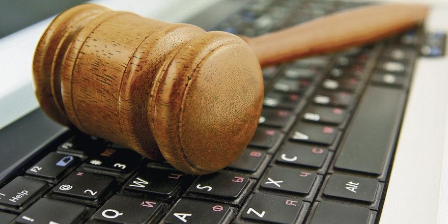 Aus den arbeitsvertraglichen Nebenpflichten ergibt sich Umgang und Verhalten im Internet.