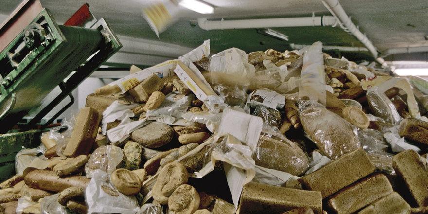 Brot im Müll: Etwa ein Drittel der weltweiten Erzeugung von Lebensmitteln landet auf dem Müll oder geht verloren.