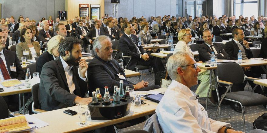 Gut 250 Besucher folgten den Vorträgen. Coach Pierre Nierhaus, die Bäckermeister Benjamin Profanter und Markus Kunz, Moderater Werner Prill und Consultant Norbert Wittmann diskutierten über Trends.