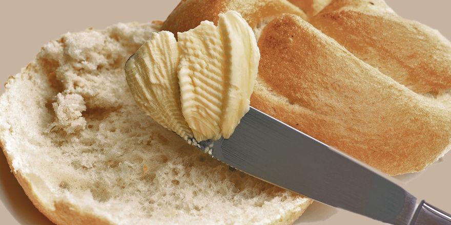 Weniger beliebt bei Snackern: Frische Brötchen mit Butter, Käse oder anderen Belägen. Foto. Fotolia