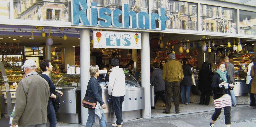 Rischart bedient an den frequentiertesten Münchner Standorten – wie hier am Marienplatz – erfolgreich die Münchner Lebensart.