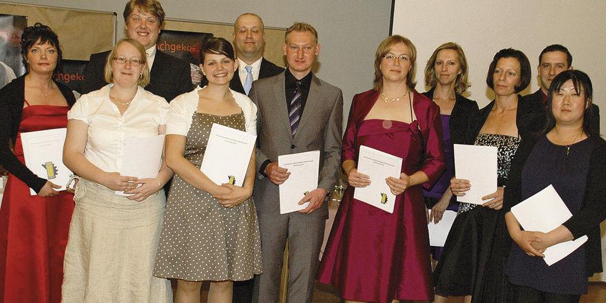 Elf Kandidaten bestanden ihre Prüfung als staatlich geprüfte Lebensmitteltechniker. Als Jahrgangsbeste wurden Svenja Urschner, Laura Neu und Felix Fischer ausgezeichnet.