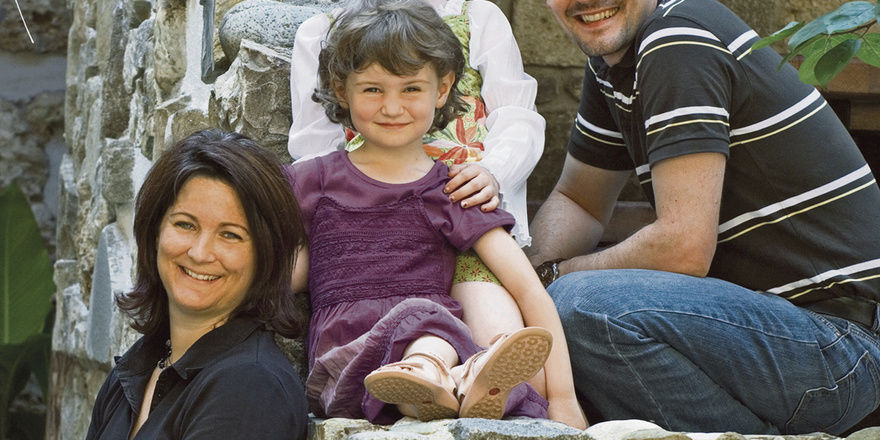 Macher und Familienmensch: Markus Resch mit Ehefrau Eva und den Töchtern Marlene und Sophia.