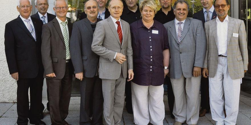 Gutes Team: Die Vorstandsmitglieder um LIM Johannes Schultheiß (vorne), Stellvertreter Martin Reinhardt (Zweiter v. r.) und Geschäftsführer Andreas Kofler (Zweiter v. l.).