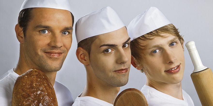 Aussichtsreiche Models (von links): Bäckermeister Michael Arens und die Lehrlinge Andreas Hecht und Robin Schmieder bewerben sich für das Kalendershooting einer Zeitung. Der Meister hat im Voting der Newzella-Kunden die Nase vorn.