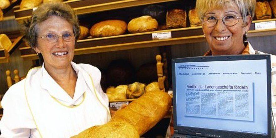 """Verkaufstraining an der Ladenkasse: Bei geschickter Einführung sind selbst ältere Mitarbeiter bereit, sich interaktiv weiterzubilden. <tbs Name=""""foto"""" Content=""""*un""""/>"""