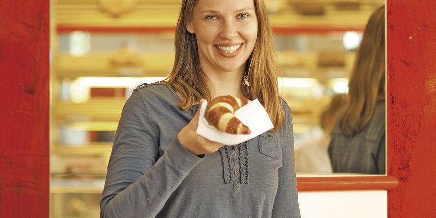 """Wenn Snacks nur an """"Ablagebrettern"""" im Stehen verzehrt werden können, soll der ermäßigte Mehrwertsteuersatz gelten."""