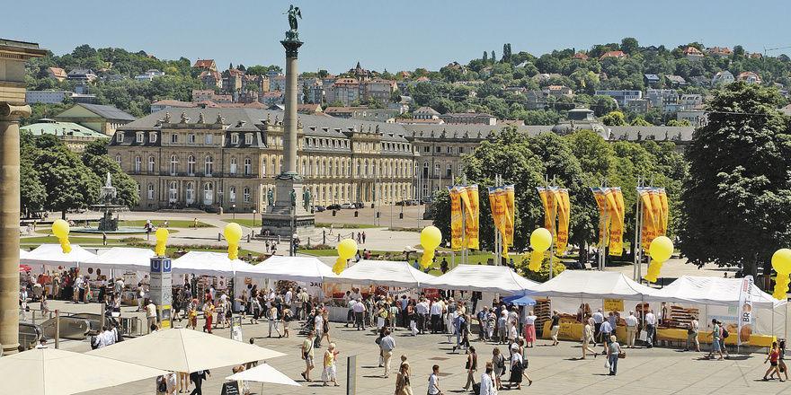 Stuttgarter Brotmarkt: Einmal im Jahr installieren die Stuttgarter Kollegen auf dem Schlossplatz die größte Brottheke der Schwabenmetropole.