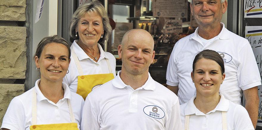 Die nächste Generation steht schon in den Startlöchern (vorne v. l.): Leonie Schoch, Justin und Fanny Bosch mit ihren Eltern Elisabeth und Bernd Bosch.
