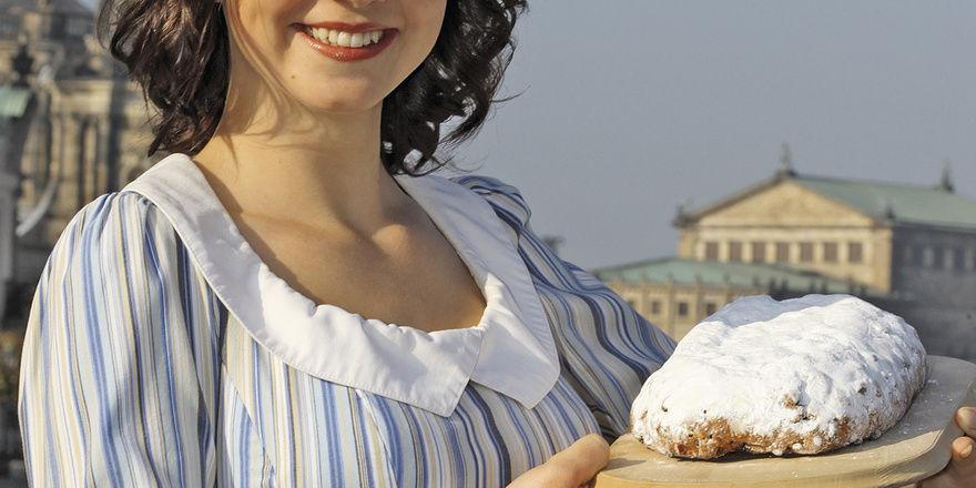 """Steht für die """"Weihnachtshauptstadt Dresden"""" und deren Stollen: Das Stollenmädchen Lisa Straßberger vermarktet das Original."""