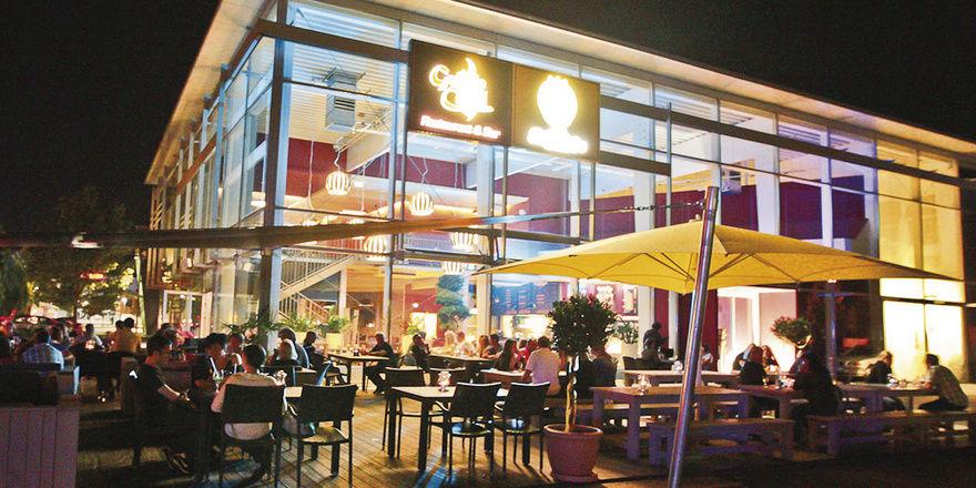Appetit am Abend: In der Bäckerei Balletshofer lassen es sich immer mehr Menschen auch abends schmecken.