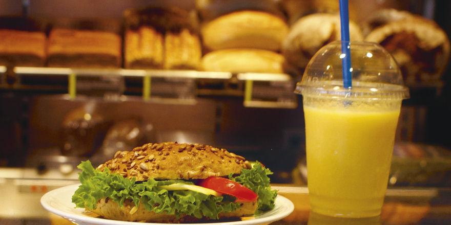 """Eins plus eins ist """"drei"""": Mit clever kalkulierten Kombi-Angeboten können Bäckereien gute Margen erzielen."""