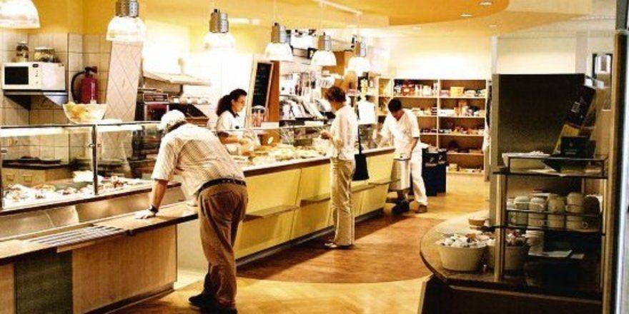 Hier wurde ein Verkaufsraum geschaffen, in dem man auch im Klinikbereich gute Geschäfte mit Backwaren machen kann.