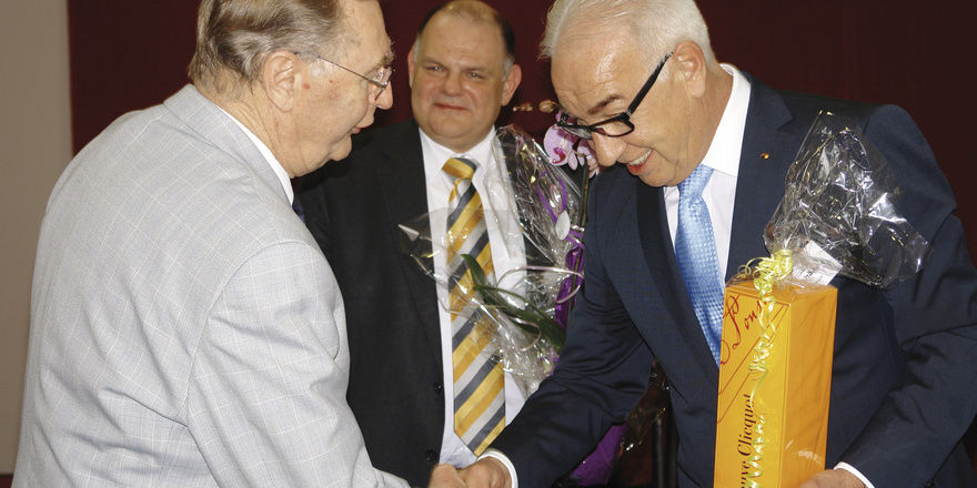 LIM Wolfgang Schäfer bedankt sich noch einmal ganz persönlich bei Christoph Riede für sein überragendes ehrenamtliches Engagement.