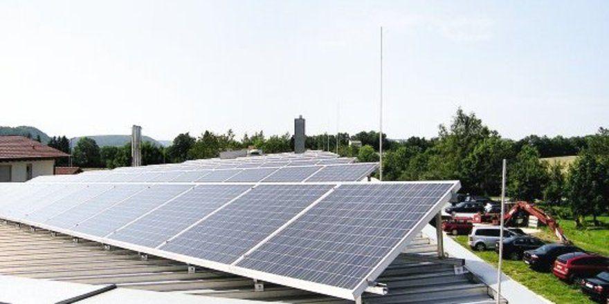 Blick auf das 30 Kilowatt leistende Sonnenkraftwerk.