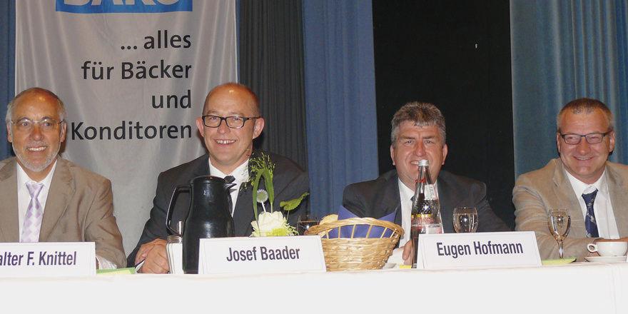 Zufriedene Gesichter am Vorstandstisch (von links): Direktor Walter Knittel mit den nebenamtlichen Vorständen Josef Baader, Eugen Hofmann und Günther Mühlhäuser. Fotos Wolf