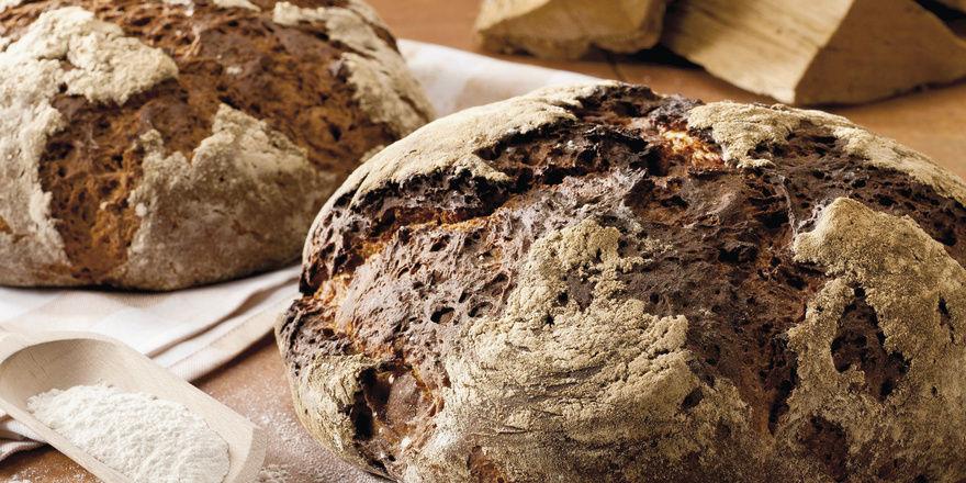 """Der """"Heiligenschein-Effekt"""" des Holzofenbrots strahlt auf das Gesamtsortiment ab und wird dadurch zum Aushängeschild für eine gute Bäckerei. Wo das Feuer brennt, ist das Handwerk zu Hause. Foto: Kampffmeyer Food Innovations GmbH"""