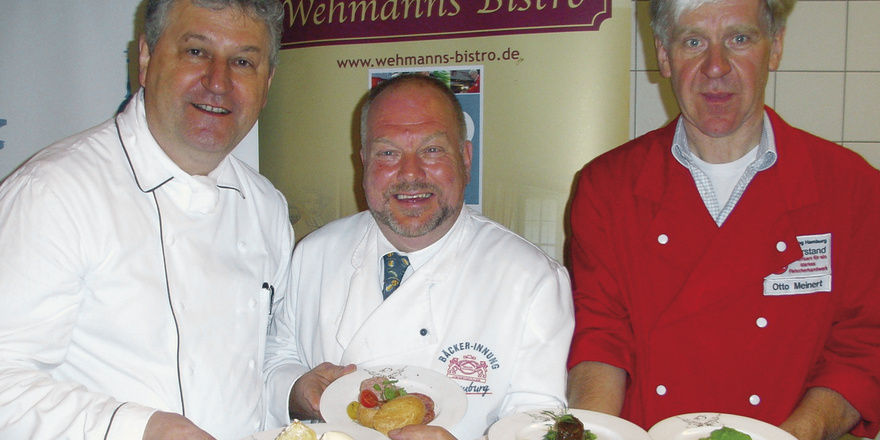Das Menü präsentierten (von links) Sternekoch Heinz Wehmann, Bäckermeister Heinz Hintelmann und Fleischermeister Otto Meinert.