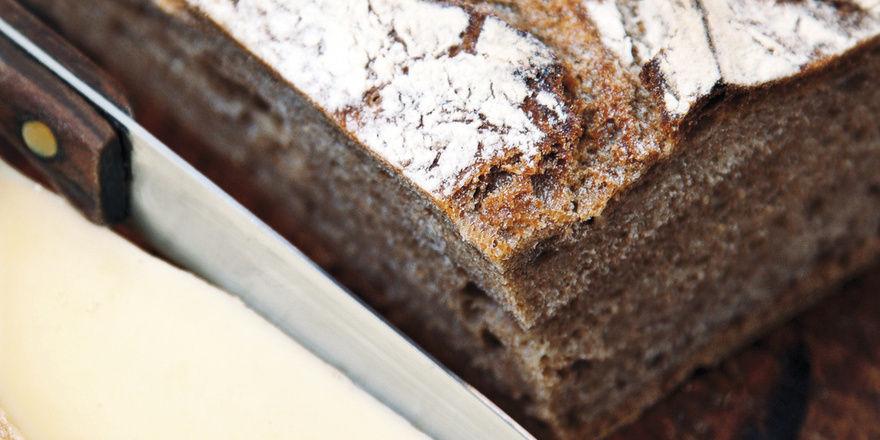 Trennkost im Trend: Fehlt Brot in der Abendmahlzeit, muss Ersatz her. Empfohlen werden Eiweiße, wie sie im Käse enthalten sind.
