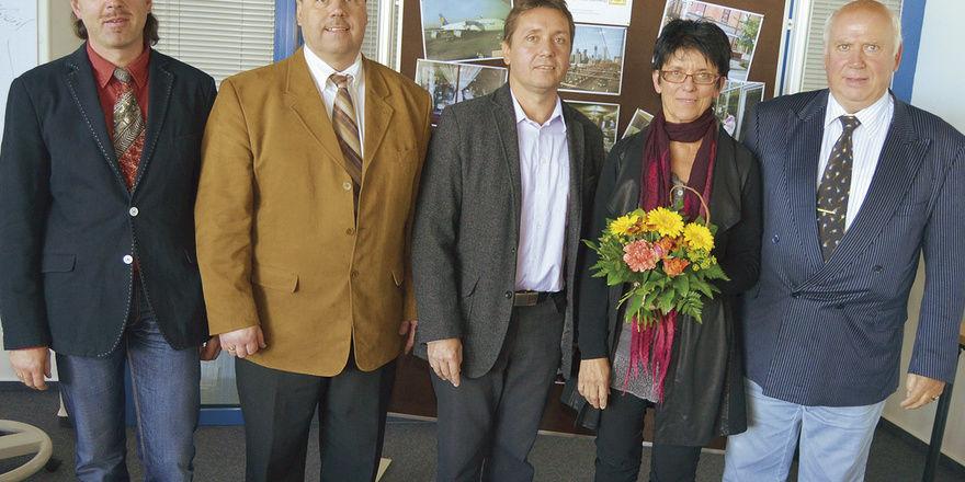 Der neue Vorstand nach den Wahlen (von links): Helge Sommerwerk, Thoralf Schäl, LIM Manfred Stelmecke, Karin Corente und Lothar Sprung.