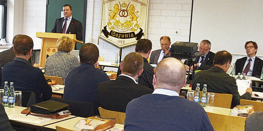 Landesobermeister Roland Ermer freute sich über das eindeutige Votum der sächsischen Obermeister zu den ÜLU-Kursen im ersten Lehrjahr.