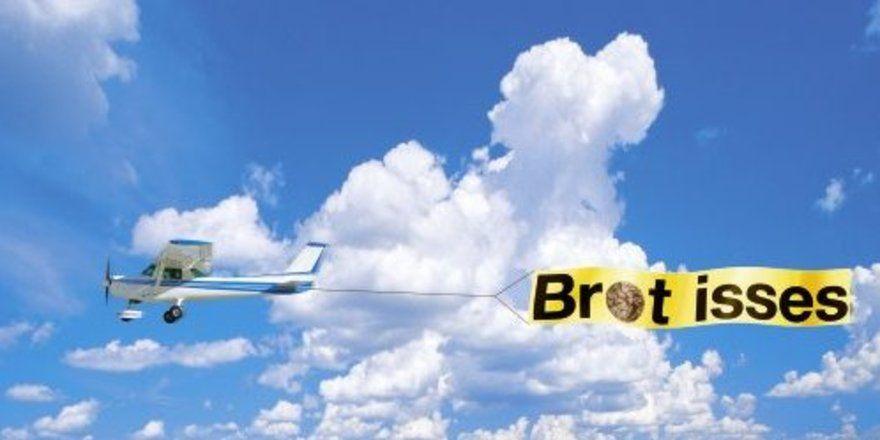 Verführerische Botschaften rund ums Brot lässt die CMA in diesem Sommer in den Himmel schreiben.