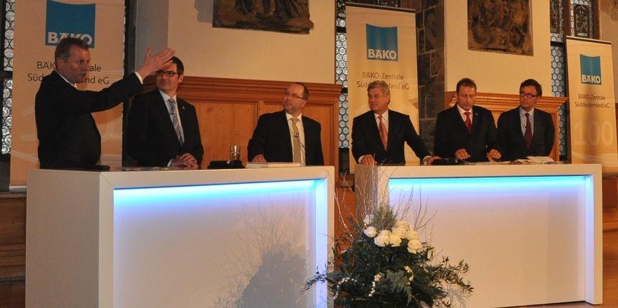 Namhafte Vertreter aus Wirtschaft und Politik gratulierten der Bäko-Zentrale Süddeutschland im historischen Rathaussaal in Nürnberg zum Jubiläum.