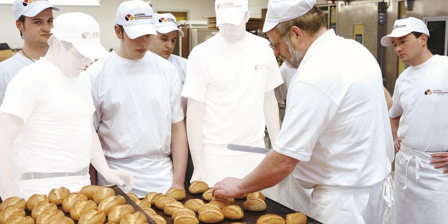 Das Bäckerhandwerk bietet nach wie vor Lehrstellen an, aber immer öfter werden diese nicht besetzt.
