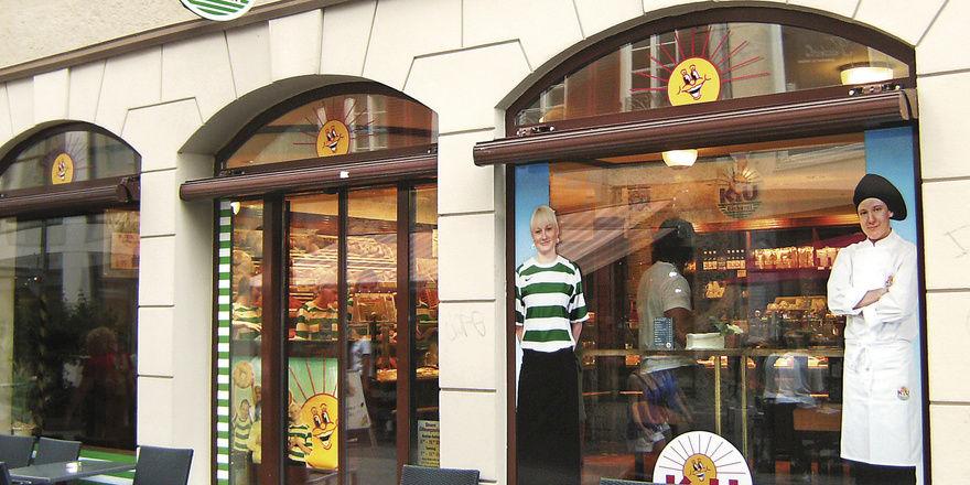 """Statt """"Wertschöpfung durch Wertschätzung"""" zu betreiben, senkt die K&U-Bäckerei bald die Löhne für ihre Mitarbeiter im Verkauf."""