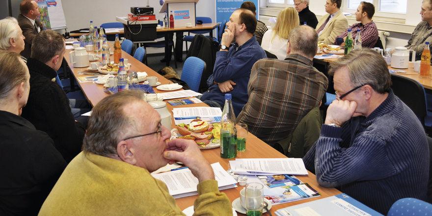 Mitglieder der Bäckerinnung Leipzig beraten unter anderem über ihre Beteiligung an der Brotprüfung und am traditionellen Brotmarkt.
