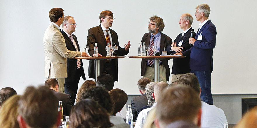 Experten auf dem Podium: Wie entwickelt sich der Markt für die Backbranche – wo liegen die Chancen?