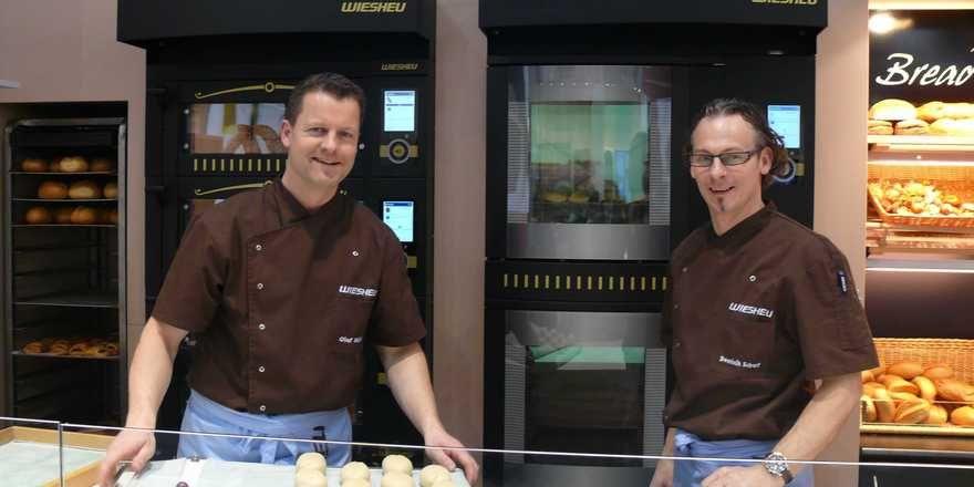 Feiern den 40. Firmengeburtstag: die Wiesheu GmbH und ihre Mitarbeiter.