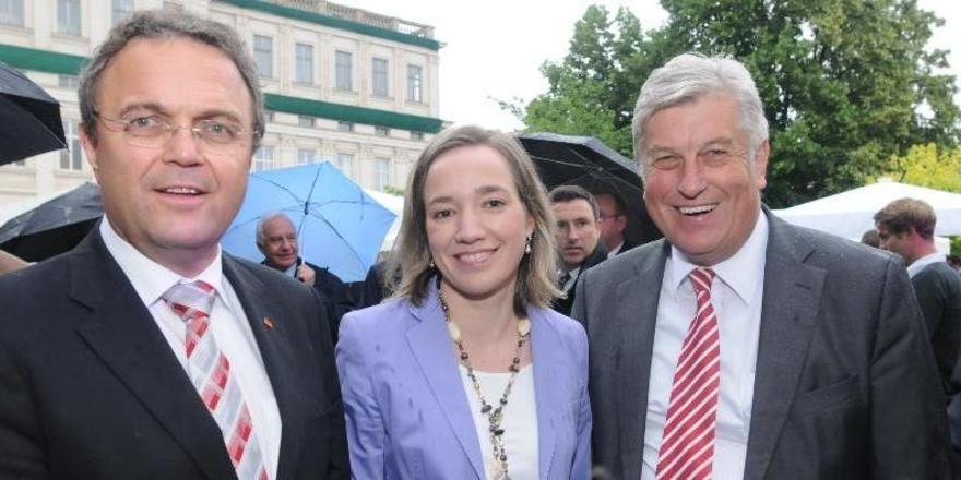 Gut gelaunt beim Sommerfest (von links): Hans-Peter Friedrich, Kristina Schröder und Peter Becker.