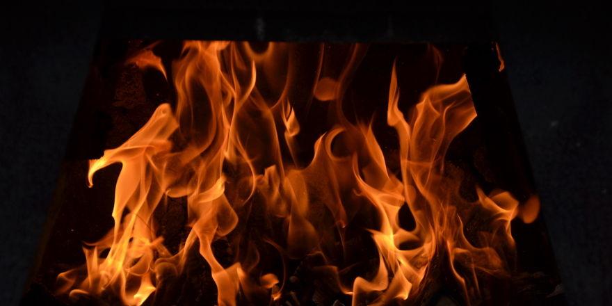 Feuer beschädigte Backtube und Lager der Bäckerei Meiling in Roßlau.