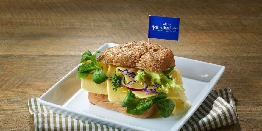 Käse aufs Brot oder Brötchen. Kreative Rezepte sind gefragt.