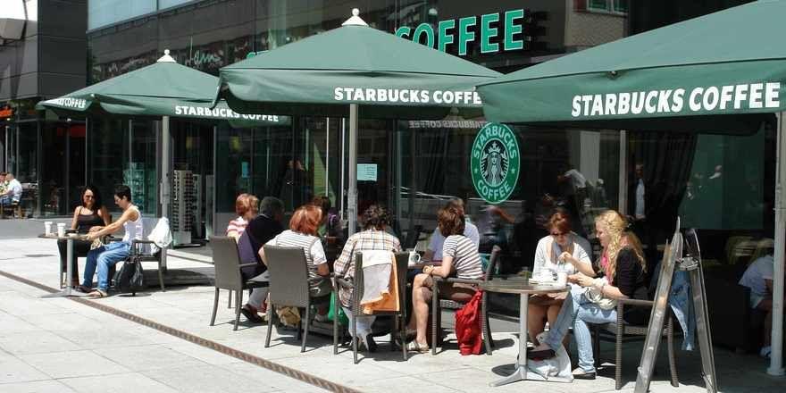 Starbucks ist eine weltweit anerkannte Marke mit gutem Wachstum.