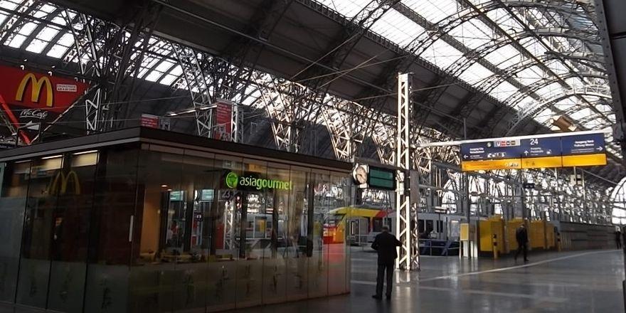 Das Snackgeschäft an Bahnhöfen wie in Frankfurt läuft und läuft.