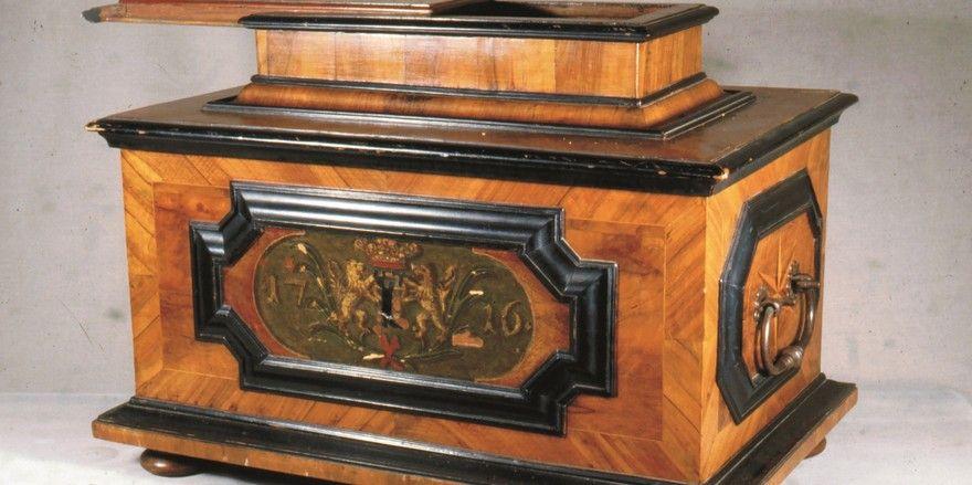 Zu den Schmuck- und Glanzstücken der Sonderausstellung gehört auch diese kunstvolle Zunfttruhe aus dem Jahr 1764.