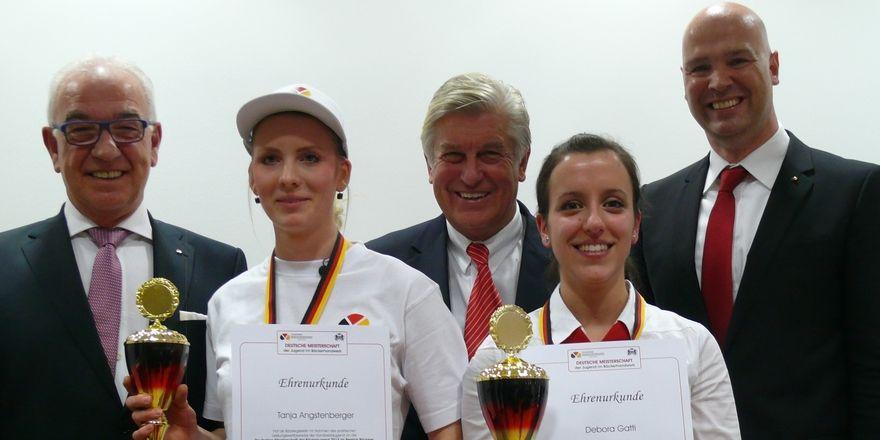 Freudetränen und strahlendes Lächeln: Tanja Angstenberger (vorne links) und Debora Gatti (vorne rechts) sind Deutsche Meister.