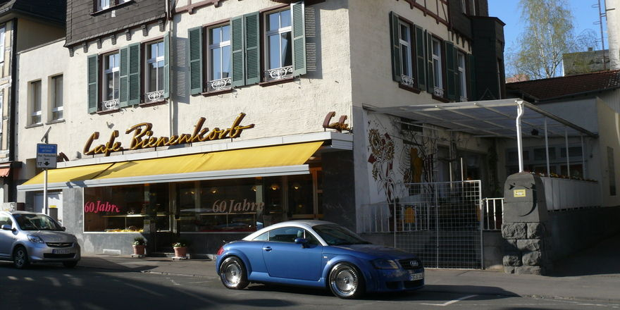 Der Zugang zum Café Bienenkorb, dem Traditionshaus der Bäckerei Stark, war für 20 Monate nur unter Einschränkungen möglichlich.