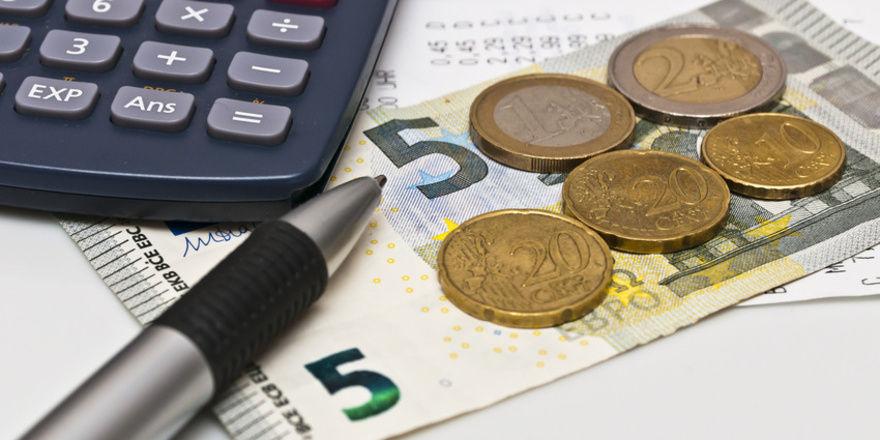 Mitarbeiter in bayerischen Bäckereien profitieren seit Anfang des Jahres von der Tariferhöhung.