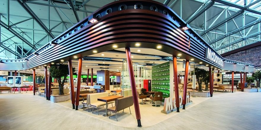 Im Terminal 2 des Frankfurter Flughafens hat McDonald's seinen größten Standort in Deutschland eröffnet.