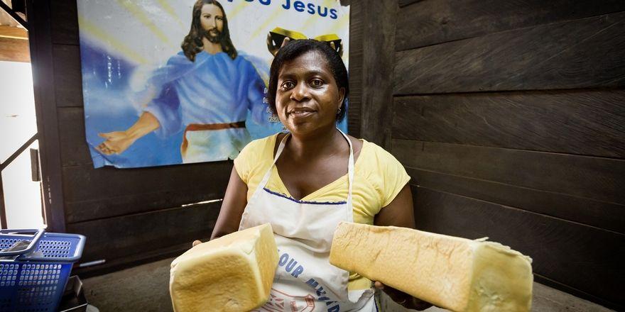 Grace Mensah eröffnet mit Hilfe von Brot für die Welt eine Bäckerei.
