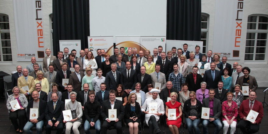 Die Vertreter der ausgezeichneten Betriebe bei der Festveranstaltung im Maxhaus Düsseldorf.