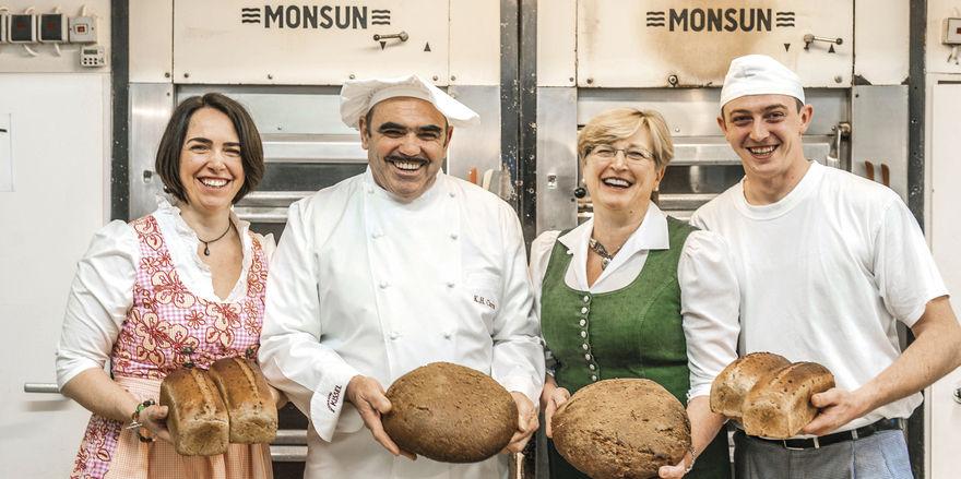 Die dritte Generation steht in den Startlöchern (von links): Petra Kunz, Karl-Heinz und Ursula Carra, Paul Carra.