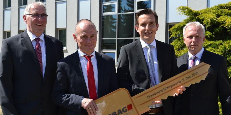 Schlüsselfertige Übergabe an die Unternehmensleitung (von links): Karl-Heinz Hoffmann, Jost Straube, Oliver Theiß und Olaf Schindler.