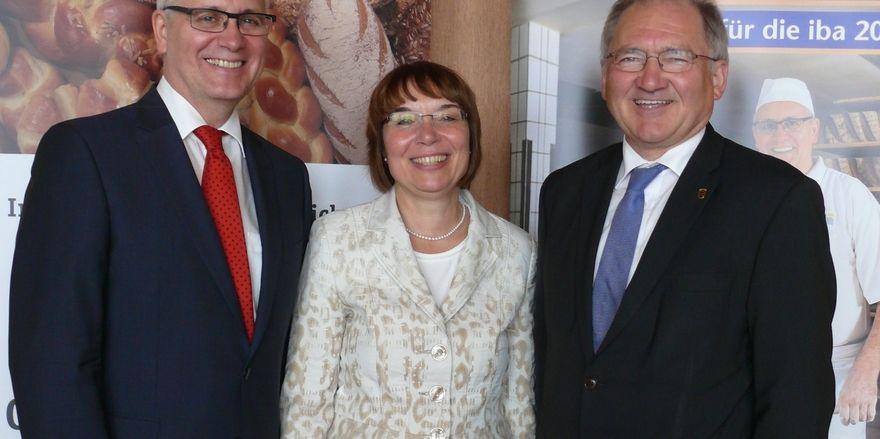 Peter Hofelich (von rechts) mit Verbandsgeschäftsführerin Ute Sagebiel-Hannich und Landesinnungsmeister Fritz Trefzger.