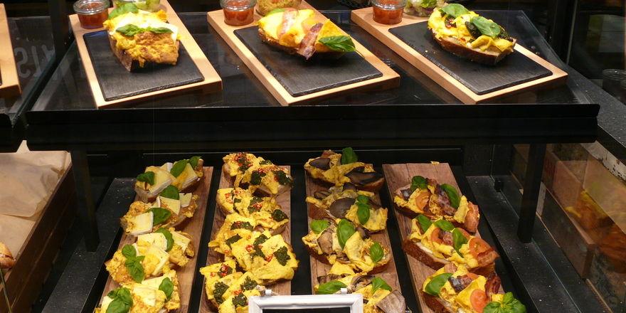 Hoher Warendruck, attraktive und flexible Gestaltung sind bei der Präsentation von belegten Broten gefragt.