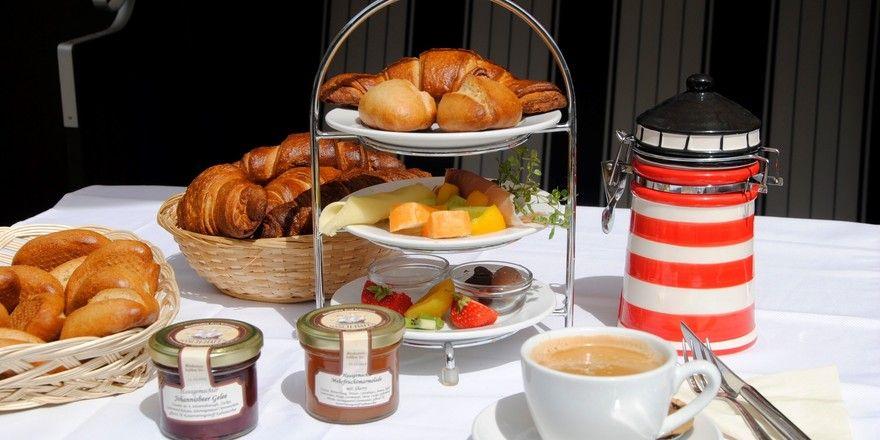 So sieht das Nasch-Frühstück in der Hamburger Bäckerei Naschhafen aus. Inhaber Arnd Rübenstrunk reagiert schnell auf die Wünsche seiner Gäste.