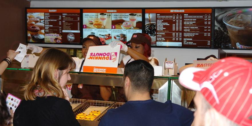 Donuts und Getränke sind der Angebotsschwerpunkt bei Dunkin' Donuts.